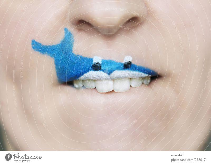 Haifischalarm Mensch blau Tier Gesicht Kopf lustig Haut Mund Fisch bedrohlich Zähne Lippen Karneval gruselig Schminke