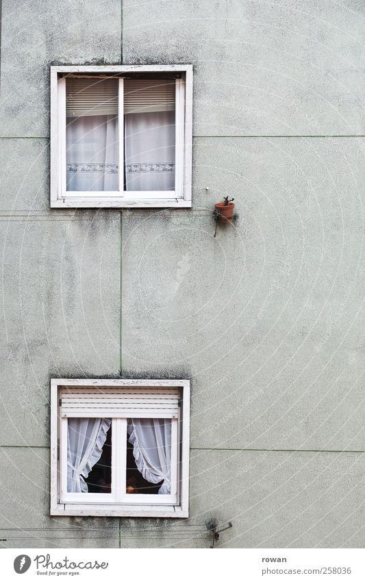 Fassade 2 alt Haus Wand Architektur Gebäude Mauer Autofenster Beton Dekoration & Verzierung trist Häusliches Leben Bauwerk Vorhang Gardine