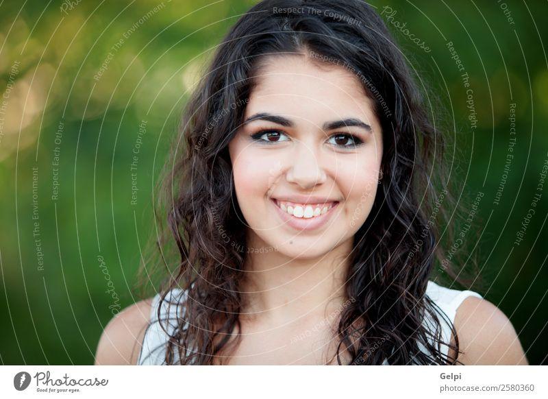 Frau Mensch Natur Jugendliche Sommer schön grün weiß Freude Gesicht Lifestyle Erwachsene Glück Gras Freizeit & Hobby Park