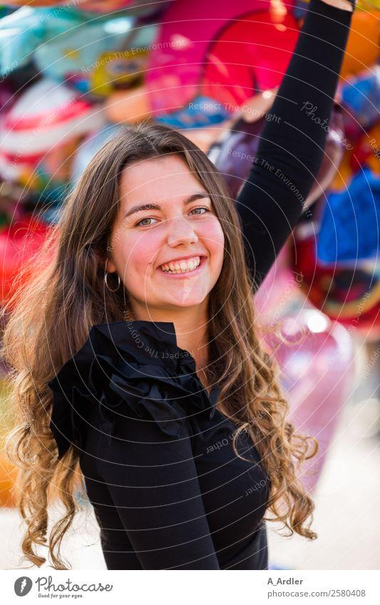 Auf dem Freimarkt Mensch feminin Junge Frau Jugendliche 1 18-30 Jahre Erwachsene Stadt Stoff Bluse Rüschen Schmuck Ohrringe Haare & Frisuren brünett langhaarig