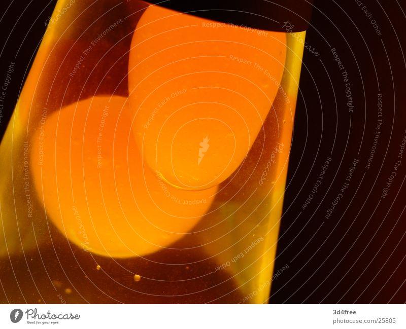Lava Lampe II Lavalampe Licht gelb Wachs Physik Sechziger Jahre orange Wärme Makroaufnahme