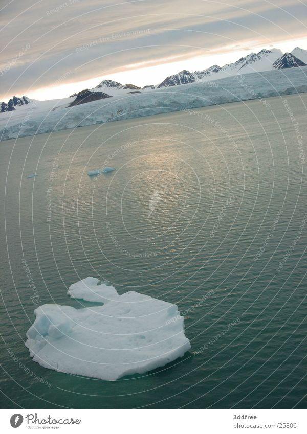 Eisberg Meer See Eisscholle kalt Nordland Kreuzfahrt Antarktis Schnee Grundbesitz