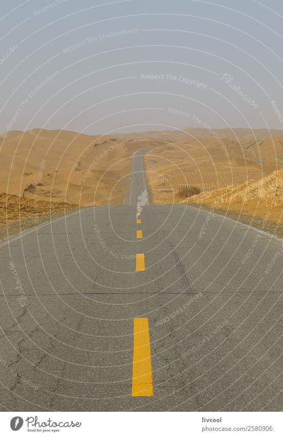 Wüstenautobahn Erholung Natur Landschaft Pflanze Sand Himmel Wolken Baum Park Ruine Verkehr Straße Autobahn Fahrzeug Einsamkeit Abenteuer Frieden China Hotan