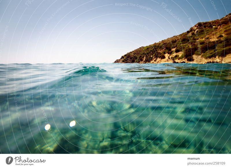 ab in den Urlaub Himmel Natur Wasser Ferien & Urlaub & Reisen Meer Landschaft Küste Wellen Felsen natürlich Insel authentisch Perspektive Hügel Schönes Wetter
