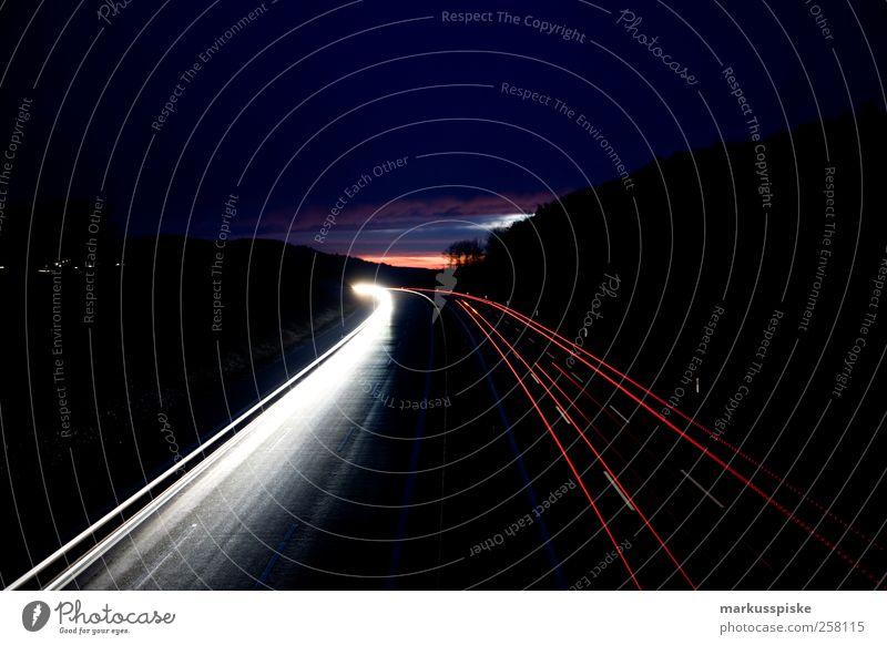 nacht autobahn Umwelt Landschaft Sonnenuntergang Reflexion & Spiegelung Stadtrand Menschenleer Verkehr Verkehrsmittel Verkehrswege Personenverkehr