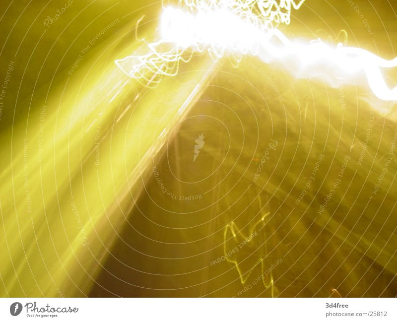 yellow.fl@sh gelb Blitze Langzeitbelichtung Laterne Nacht