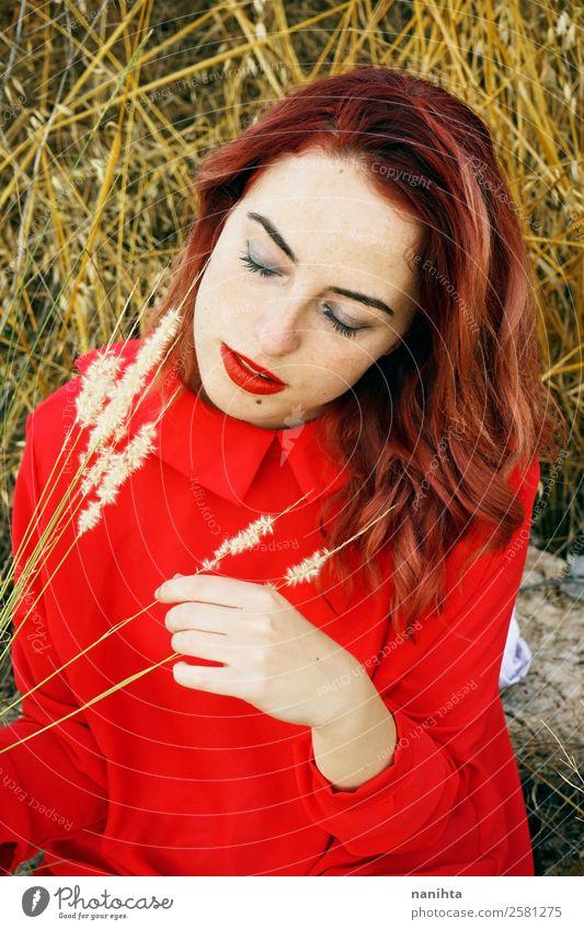 Junge Frau in der Natur in einem roten Kleid Lifestyle elegant Stil schön Haare & Frisuren Haut Gesicht Mensch feminin Jugendliche Erwachsene 1 18-30 Jahre