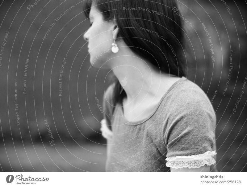 to let myself go feminin Junge Frau Jugendliche Kopf Schulter 1 Mensch 18-30 Jahre Erwachsene Spitze Ohrringe Gefühle ruhig Einsamkeit Natur Nostalgie