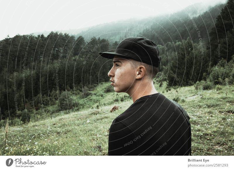 hoffnungsvoll Lifestyle Ferien & Urlaub & Reisen Ausflug wandern Mensch maskulin Jugendliche 1 13-18 Jahre Umwelt Natur Landschaft Herbst Wald Hügel beobachten