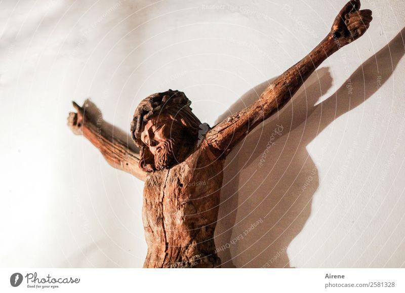misshandelt Oberkörper 1 Mensch Kunstwerk Skulptur Kruzifix Holzfigur Schnitzereien Jesus Christus Hausaltar Kreuz hängen historisch braun Trauer Tod Schmerz