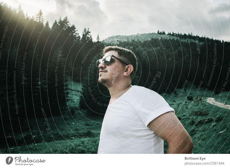 Naturkontrast Mensch Ferien & Urlaub & Reisen Jugendliche Mann Sommer grün Erholung Wald Berge u. Gebirge 18-30 Jahre Lifestyle Erwachsene Wärme Umwelt