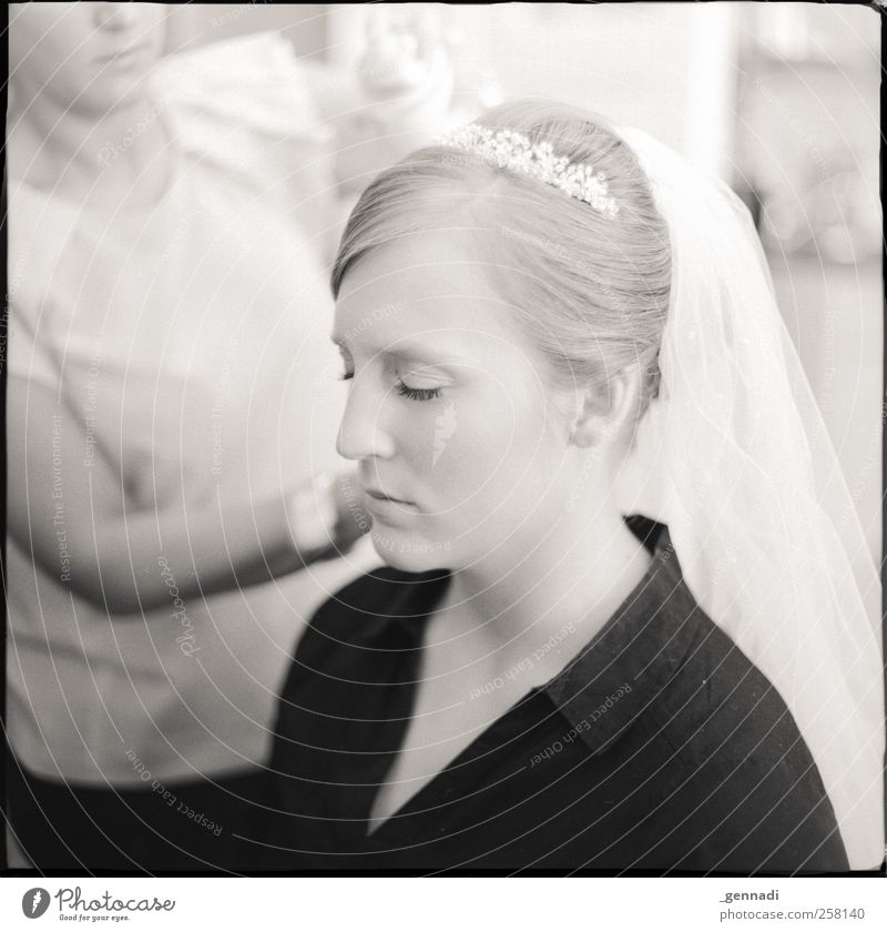 Nochmal in sich gehen Mensch Jugendliche schön ruhig Gesicht Erwachsene feminin blond Hochzeit Pause 18-30 Jahre Hemd analog Rahmen Junge Frau langhaarig
