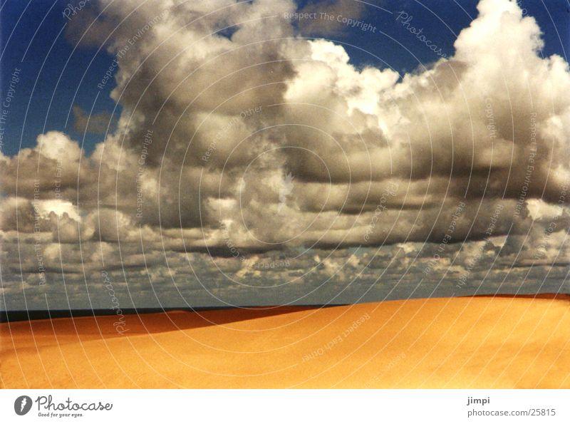 die wüste lebt Strand Wolken Europa Stranddüne Portugal Gewitterwolken Sandstrand Algarve
