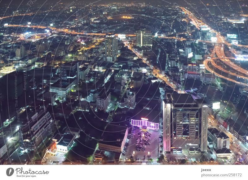 Dorf im Pflaumenhain Stadt schwarz Straße hoch Hochhaus Unendlichkeit Asien chaotisch Stadtzentrum Hauptstadt Thailand Straßenverkehr gigantisch Nachtleben