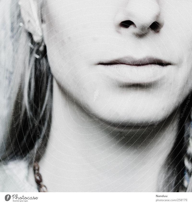Lichtgrau Mensch Frau Jugendliche Erwachsene Gesicht feminin Mund ästhetisch 18-30 Jahre Lippen Junge Frau sanft Wange Bildausschnitt Anschnitt Teint