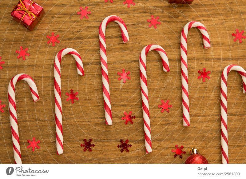 Zuckerstangen mit Weihnachtskugeln Dessert Design Freude Glück Winter Dekoration & Verzierung Feste & Feiern Weihnachten & Advent Holz Ornament Streifen hell