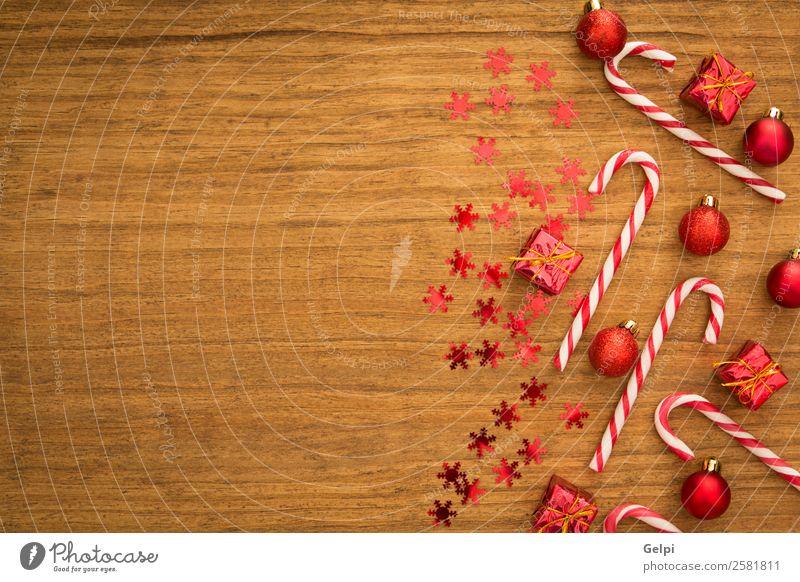 Weihnachten & Advent Farbe weiß rot Freude Winter Holz Glück Feste & Feiern Design hell Dekoration & Verzierung Geschenk Streifen Symbole & Metaphern