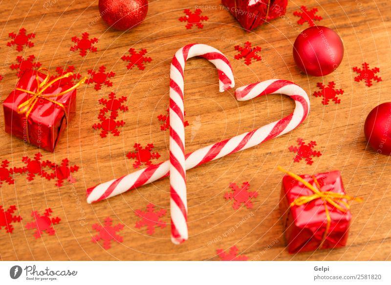 Natur alt Weihnachten & Advent weiß rot Winter Holz Feste & Feiern Textfreiraum braun Dekoration & Verzierung retro Tisch Herz Geschenk Jahreszeiten