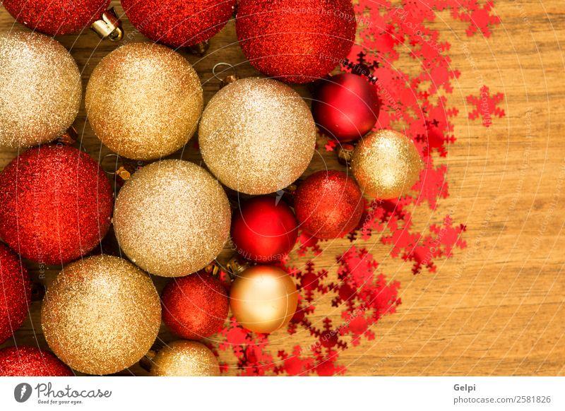 Ferien & Urlaub & Reisen Weihnachten & Advent schön Farbe rot Winter Holz Glück klein Feste & Feiern Textfreiraum hell Dekoration & Verzierung gold neu