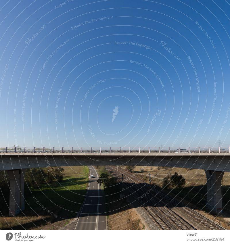 Eisenbahn + Brücke Landschaft Schönes Wetter Bauwerk Gebäude Verkehr Verkehrswege Straße Wege & Pfade Hochstraße Schienenverkehr Beton authentisch Fortschritt