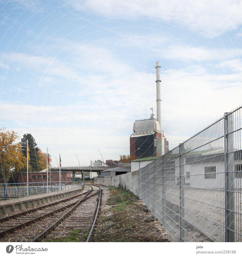 rheinhafen Himmel Stadt Baum Pflanze Herbst Architektur Gebäude trist Bauwerk Fabrik Gleise Zaun Industrieanlage Schienenverkehr