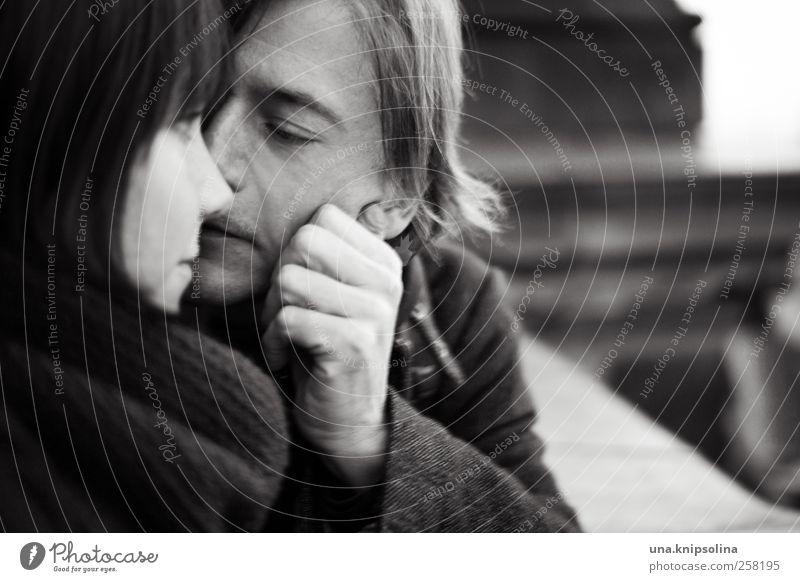 i want to hold your hand maskulin feminin Junge Frau Jugendliche Paar Partner berühren Denken Liebe Blick träumen authentisch Glück nah natürlich Gefühle