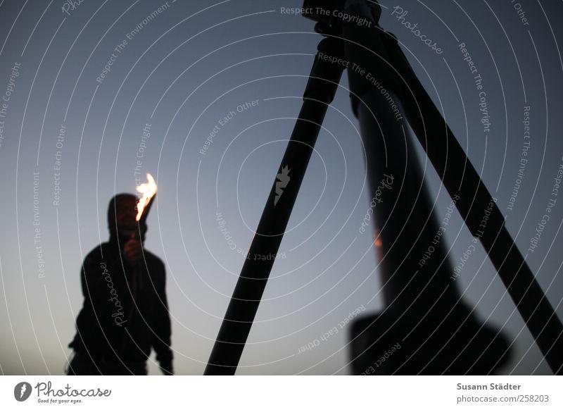 Spiekeroog | feuern maskulin Körper authentisch dunkel Feuer Fackel Stativ Spielen Strand Feuerwehrmann Feuerschlucker Silhouette Mensch mehrfarbig