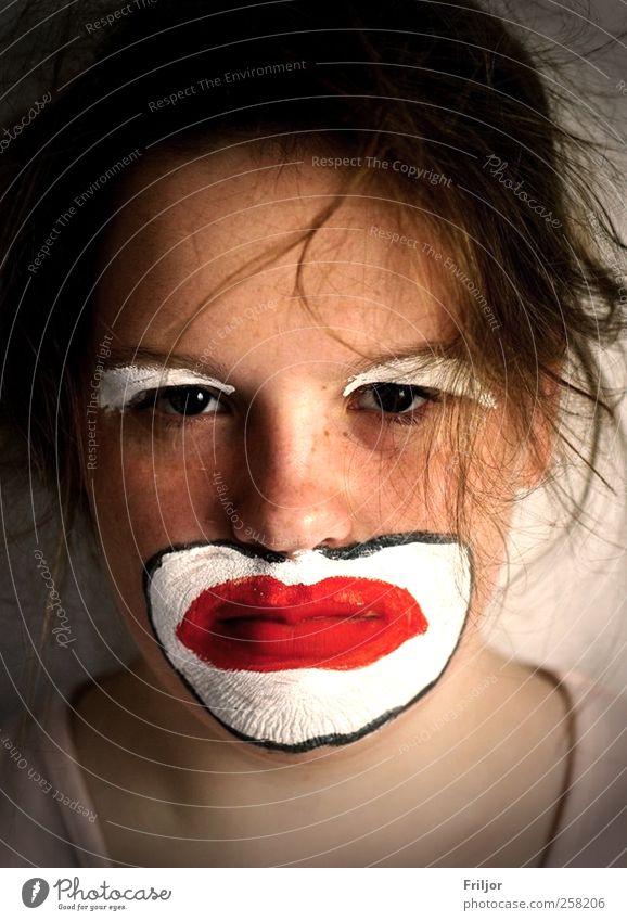 contradiction Gesicht feminin Junge Frau Jugendliche 1 Mensch 18-30 Jahre Erwachsene Zirkus T-Shirt Maske brünett kurzhaarig trist Traurigkeit Unlust