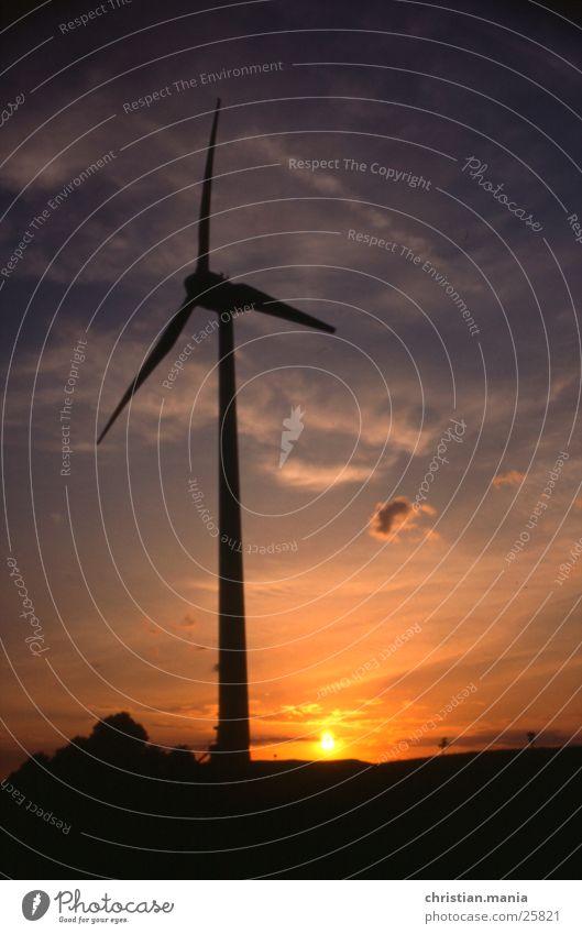 Windrad Wolken Sonnenuntergang Windkraftanlage Abend Stromkraftwerke