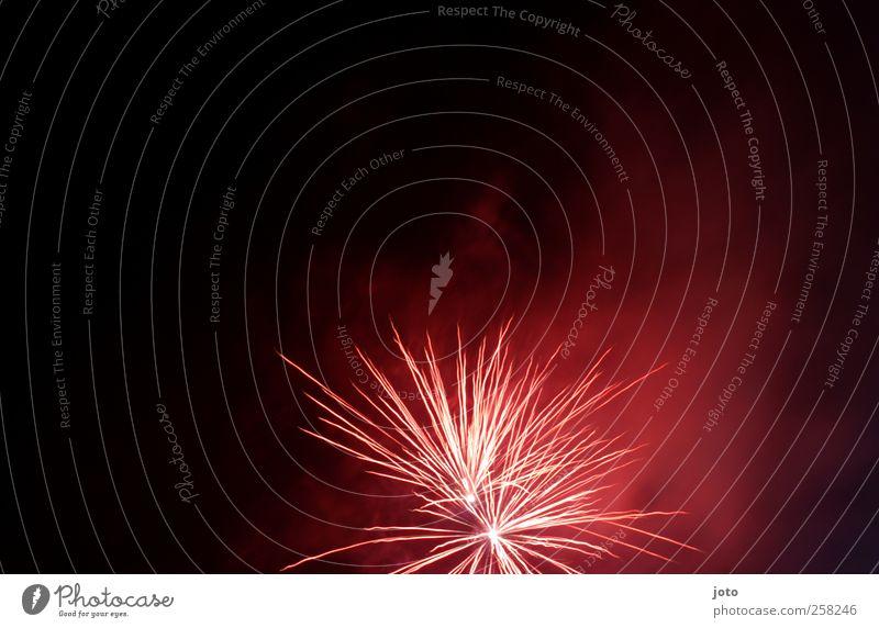 boom Nachtleben Veranstaltung Nachthimmel bedrohlich rot Euphorie Feste & Feiern Silvester u. Neujahr Feuerwerk Nebel Rauch Abgas leuchtende Farben explodieren