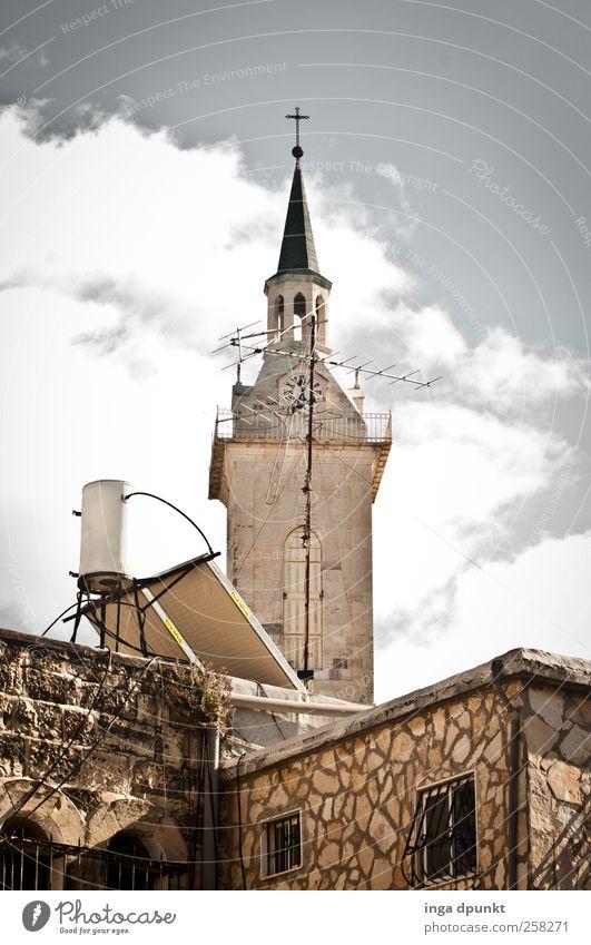 Sonntags Energiewirtschaft Solarzelle Wassertank Antenne Himmel Wolken Schönes Wetter Jerusalem Naher und Mittlerer Osten Israel Dorf Menschenleer Haus Kirche