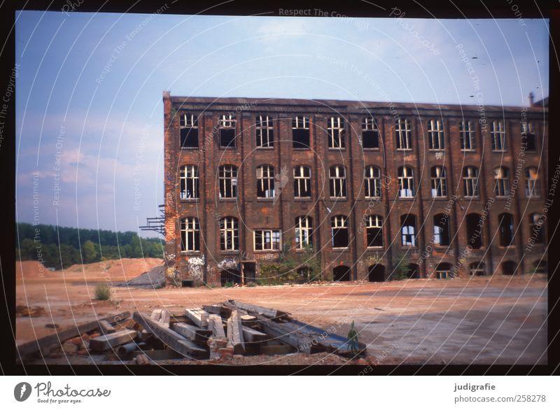 Industrieromantik alt Haus dunkel Gebäude kaputt Wandel & Veränderung Vergänglichkeit Bauwerk Fabrik historisch Verfall Ruine Industrieanlage Hannover