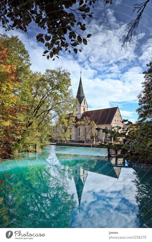 Blautopf Himmel Natur blau grün Baum Wolken schwarz gelb Herbst See Kirche Idylle Schönes Wetter Teich Quelle Blautopf