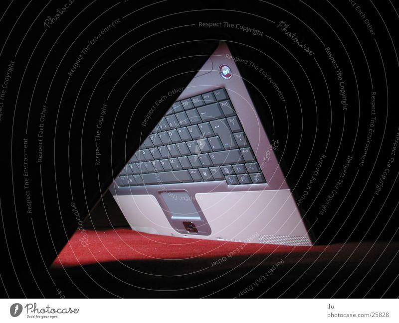 _ eHaus rot dunkel Computer Beleuchtung Technik & Technologie Dach Notebook edel Entertainment verkehrt entgegengesetzt Elektrisches Gerät