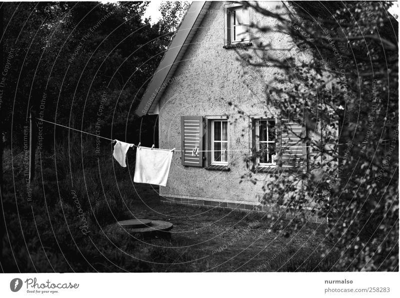 rausgehängt Ferien & Urlaub & Reisen Einsamkeit Haus Umwelt träumen Freizeit & Hobby natürlich Seil Häusliches Leben einzigartig Idylle Zeichen Frieden Hütte trocknen Handtuch