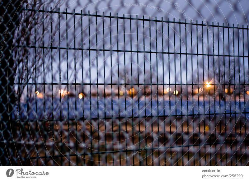 Zäune Winter Haus Umwelt Natur Landschaft Himmel Horizont Herbst Wetter Kleinstadt Stadt Stadtrand Menschenleer Platz Aggression architektur Berlin urban