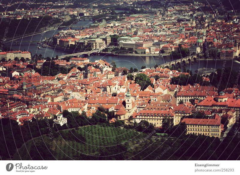 Prag Tschechien Europa Stadt Stadtzentrum Altstadt Haus Brücke Häusliches Leben ästhetisch Moldau Fluss Hauptstadt Farbfoto Gedeckte Farben Außenaufnahme Tag