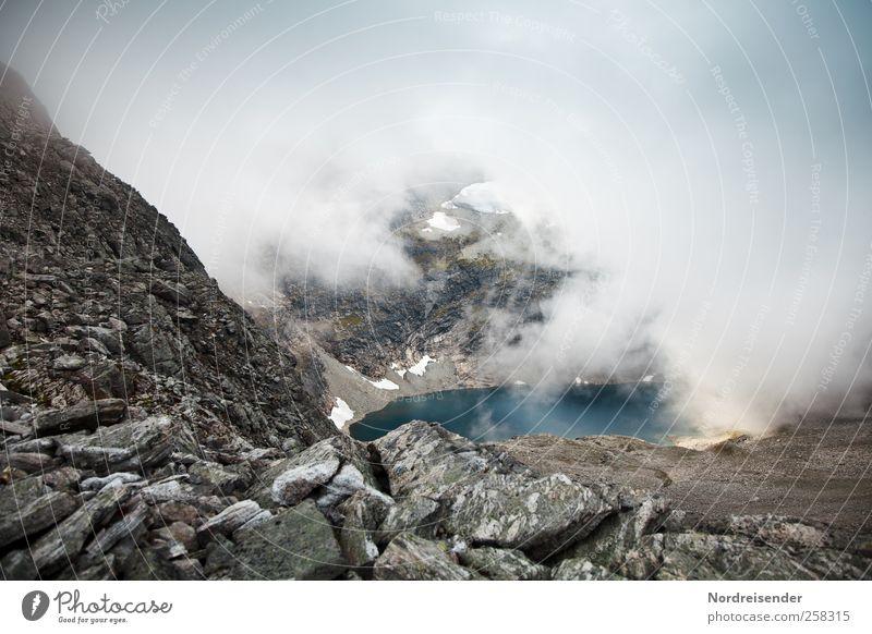 Gefasster Edelstein blau Wasser Einsamkeit ruhig Landschaft Berge u. Gebirge Stein See Stimmung Wetter braun Felsen Nebel glänzend wandern Abenteuer