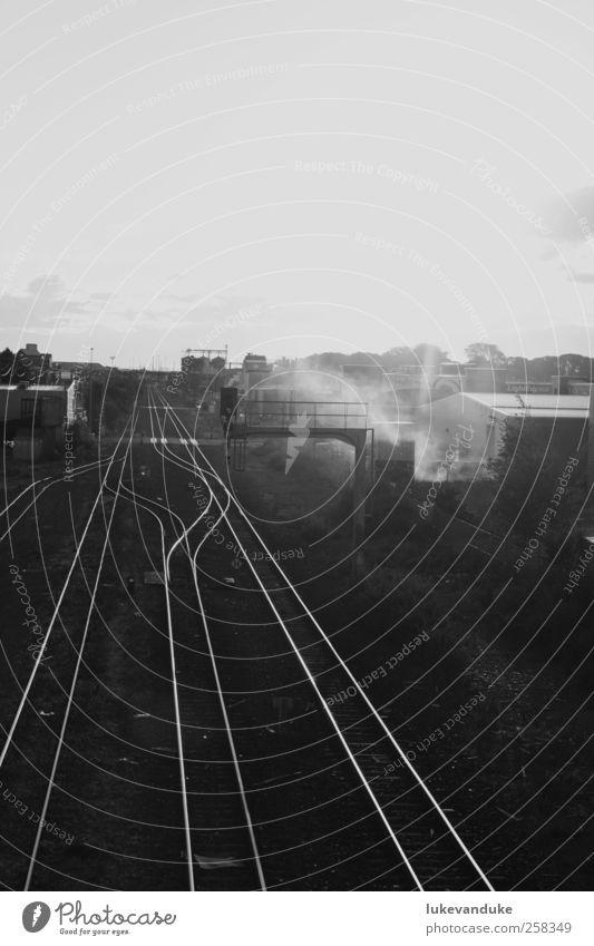 Railway Station weiß Stadt Ferien & Urlaub & Reisen schwarz Ferne dunkel Denken warten frei Abenteuer fahren Vergänglichkeit Güterverkehr & Logistik