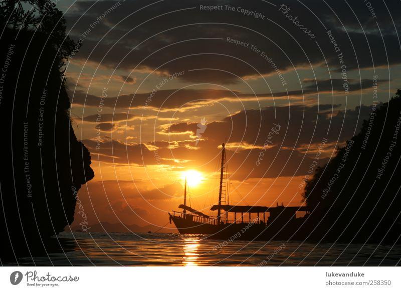 Ghostship at sunset Himmel Natur Wasser schön rot Sonne Meer schwarz gelb Erholung Glück Küste Denken träumen Stimmung Horizont