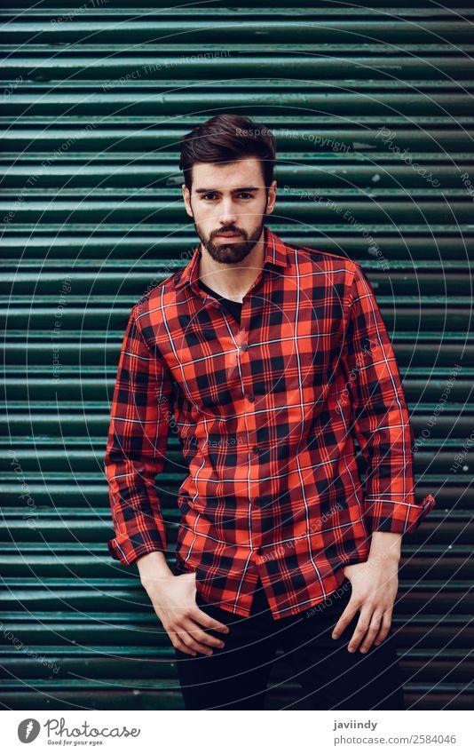 Junger Mann in der Stadt mit Freizeitkleidung Lifestyle Stil schön Haare & Frisuren Mensch maskulin Jugendliche Erwachsene 1 18-30 Jahre Herbst Straße Mode Hemd