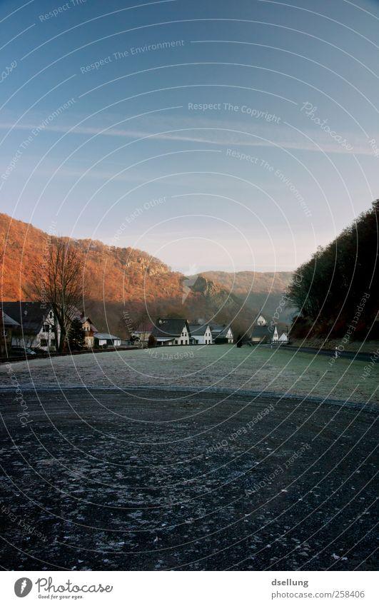 Ahrbrück Himmel blau grün schwarz ruhig Haus Herbst kalt Wiese Landschaft Berge u. Gebirge grau Gras Deutschland braun Zufriedenheit