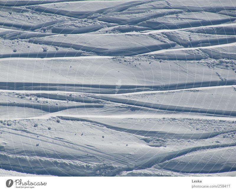 Schneewelten 1 weiß Ferien & Urlaub & Reisen Winter Freude Sport Berge u. Gebirge grau Wege & Pfade Bewegung Abenteuer Lifestyle Skifahren Spuren Schönes Wetter