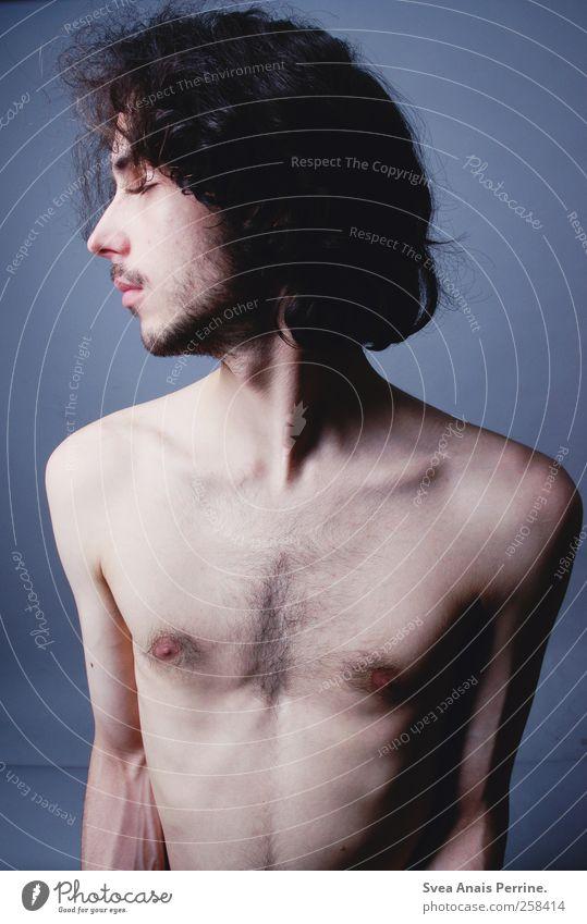! maskulin Junger Mann Jugendliche Körper Haut Kopf Haare & Frisuren Brust Bauch 1 Mensch 18-30 Jahre Erwachsene brünett langhaarig Locken dünn trashig Farbfoto