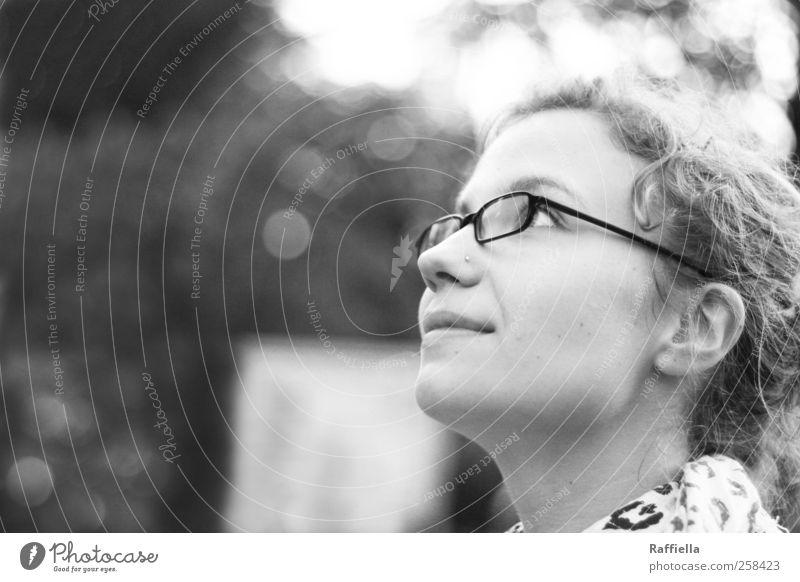 ein schöner tag. Mensch Jugendliche schön Freude Erwachsene Auge feminin Glück Mund Nase Fröhlichkeit Brille Ohr 18-30 Jahre beobachten Freundlichkeit