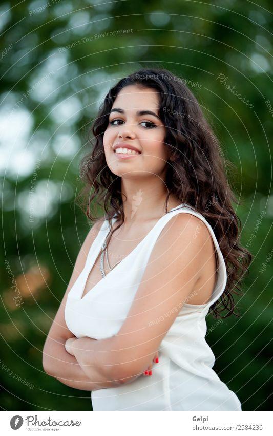Schönes brünettes Mädchen Lifestyle Freude Glück schön Gesicht Freizeit & Hobby Sommer Mensch Frau Erwachsene Kindheit Jugendliche Zähne Natur Park Lächeln