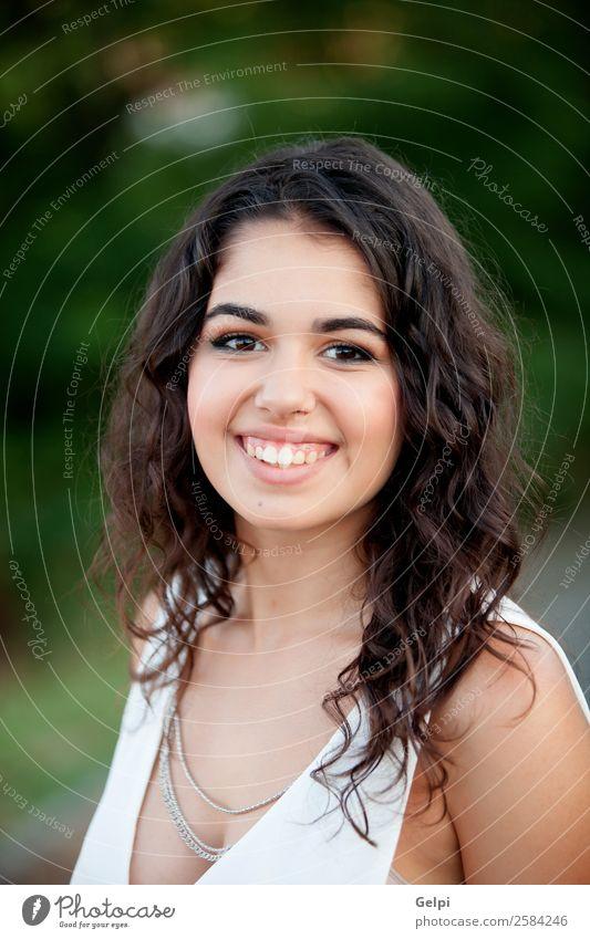 Frau Mensch Natur Jugendliche Sommer schön grün weiß Freude Gesicht Lifestyle Erwachsene Glück Freizeit & Hobby Park Kindheit