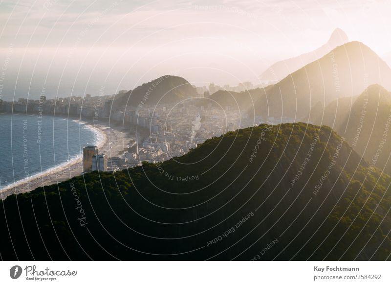 Copacabana in Rio de Janeiro Ferien & Urlaub & Reisen Tourismus Ferne Freiheit Sightseeing Städtereise Sommer Sommerurlaub Strand Natur Schönes Wetter Hügel