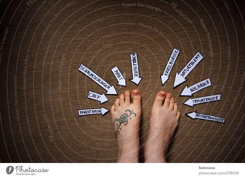 Wer bin ich und wenn ja wie viele? Wohnung Teppich Mensch Fuß 1 Zeichen Schriftzeichen Ziffern & Zahlen Schilder & Markierungen Hinweisschild Warnschild Pfeil