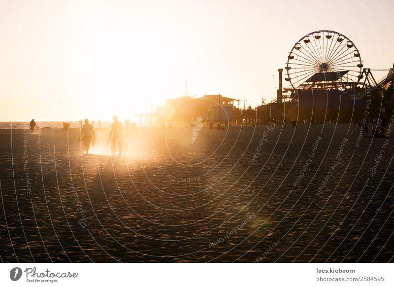 Silhouettes of people walking along Santa Monica pier Freude Ferien & Urlaub & Reisen Sommer Strand Mensch 2 Natur Landschaft Sand Sonne Frühling Meer Bauwerk